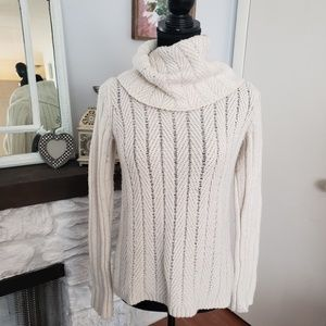 Gap cream cowl neck sweater. Size Small